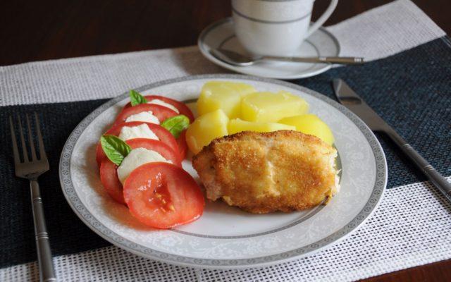 Roladka z fileta z kurczaka z suszonymi pomidorami, oliwkami i mozzarellą