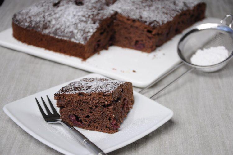 Ciasto czekoladowe z pijanymi wiśniami