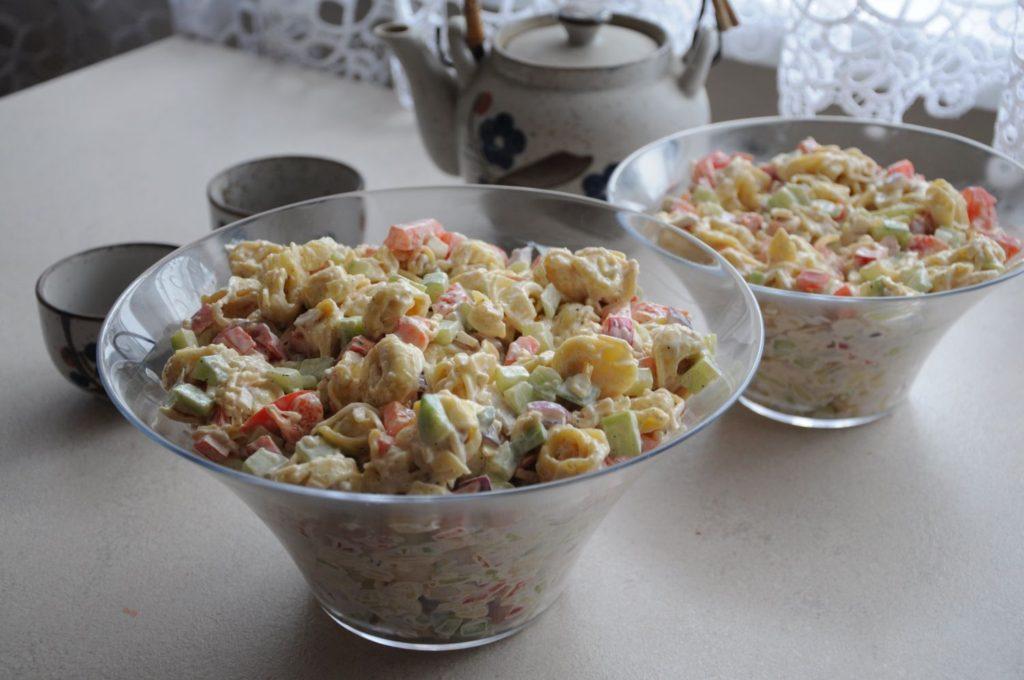 ravioli salatka