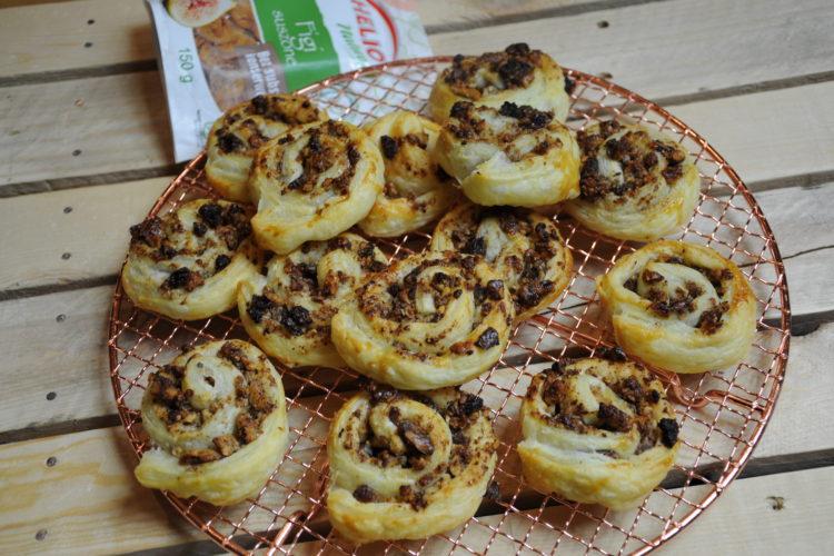 Zawijaski z ciasta francuskiego z orzechami i figą