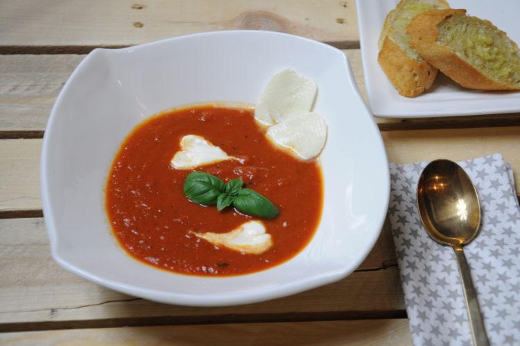 Passata pomidorowa – szybka smaczna zupa
