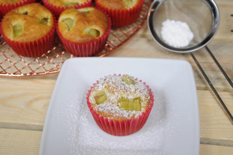 Muffiny jogurtowe z rabarbarem