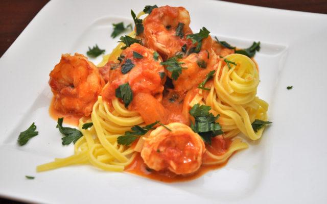 Fetticcini z krewetkami w ostrym sosie pomidorowym